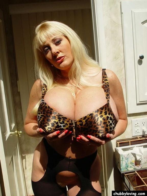 Blonde mature plumper Kayla Kleevage showing her b