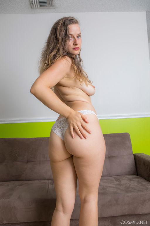 Booty girl Lillie Varga