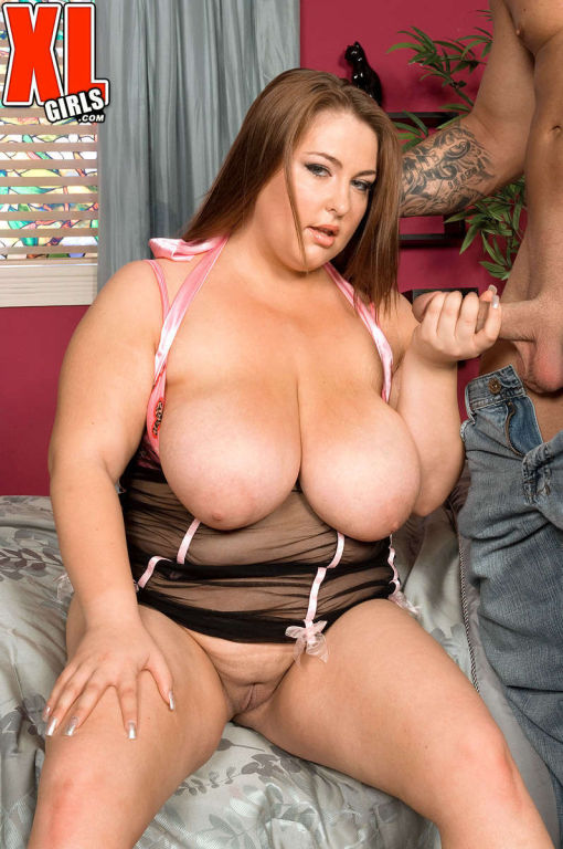 BBW Hillary Hooterz gives her big tits to lick and