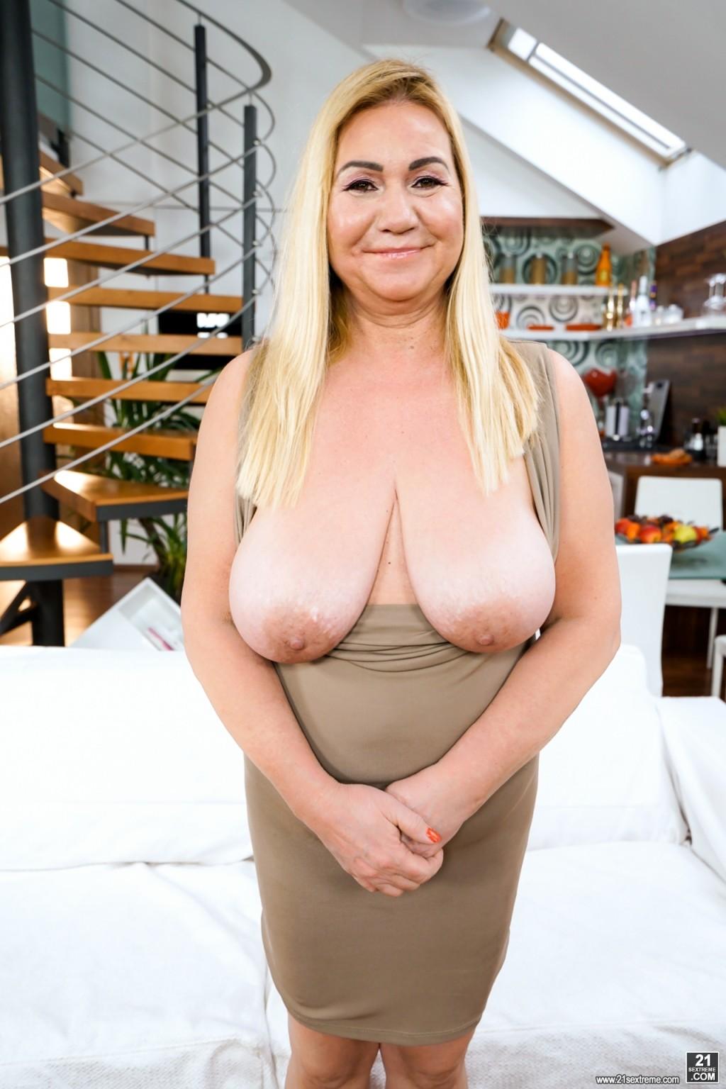 Nude spread girl anus