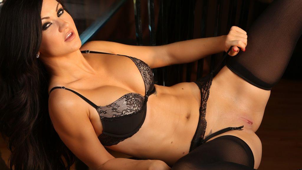 Brunette beauty Kendall Karson looks delicious in