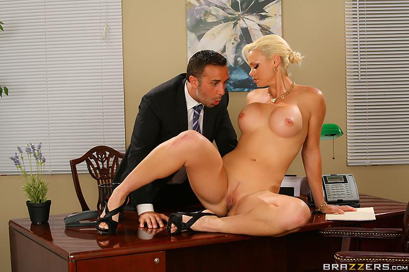 секс со стройной грудастой секретаршей тут, ксюша открывает