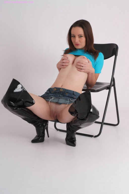 Sexy brunette Honey is wearing thigh high leather