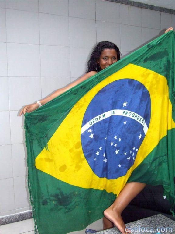 Dark skinned brazilian babe with yummy ass gets bu