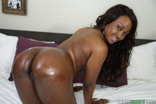 Black solo girl Skyler Nicole sliding yoga pants a