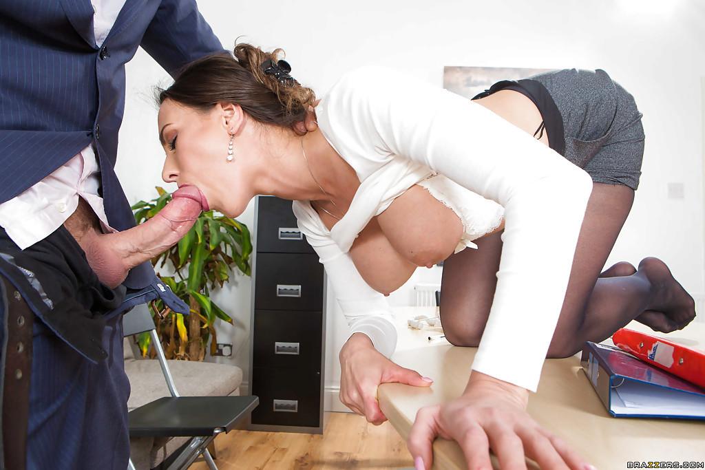 много реальный отсос в офисе подложил подушку под