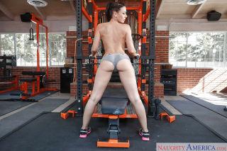 Fit MILF pornstar Rachel Starr sliding spandex sho