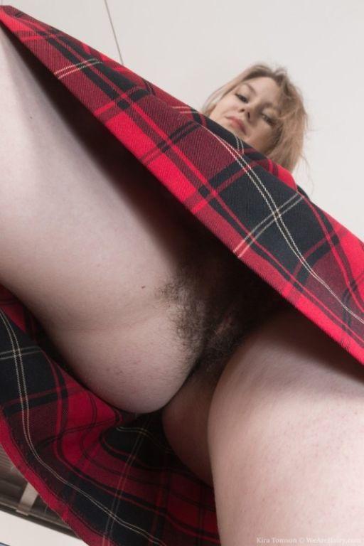 Kira Tomson masturbates near her commode