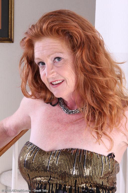 Hot and elegant Tami Estelle showing off her sleek