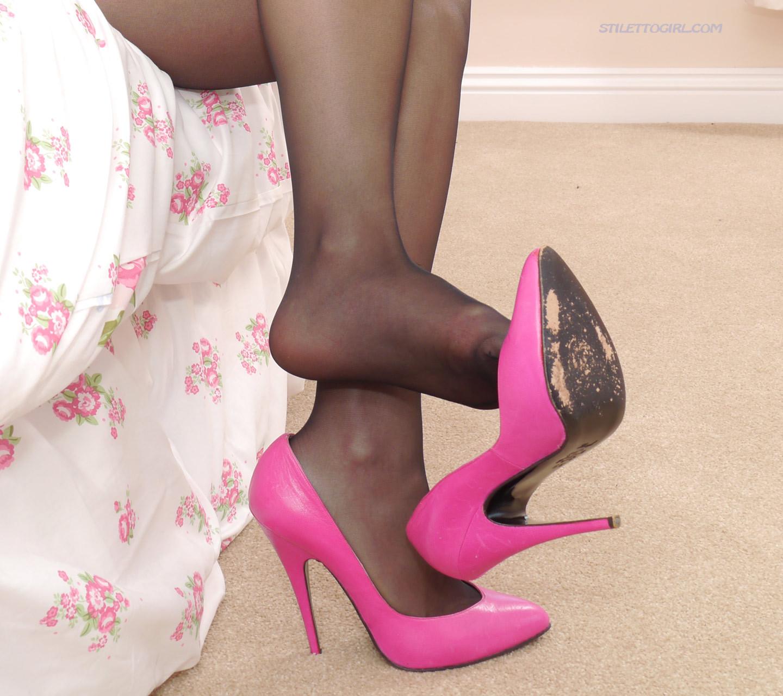 бои под красивые порно фото ножек в розовых туфельках использование