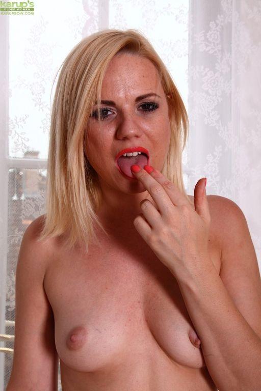 Stunning blonde MILF Yasmine Gold two fingers deep