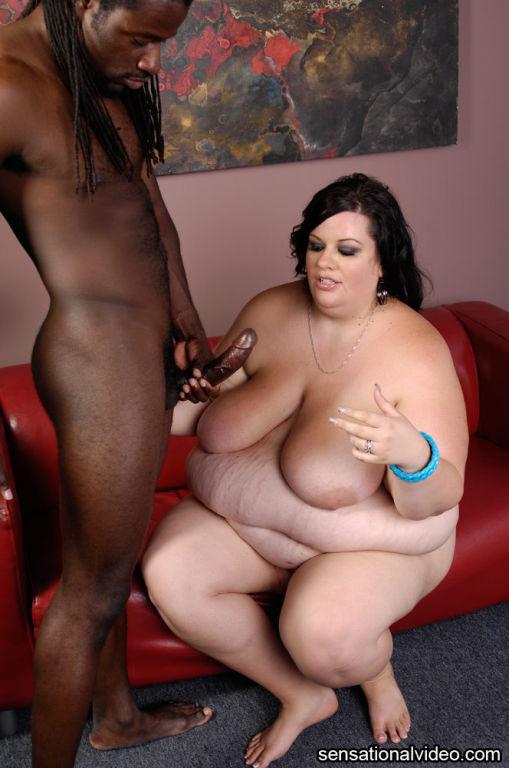 Sexy SSBBW Desiree Devine Loves Big Black Cock