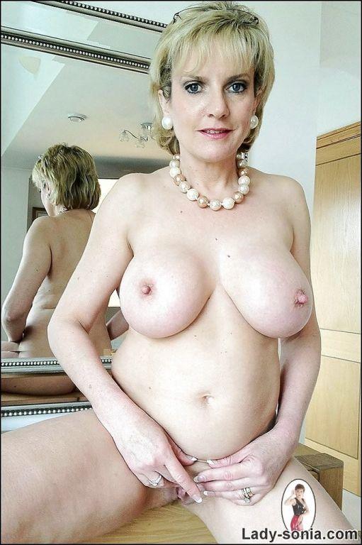 English slut posing