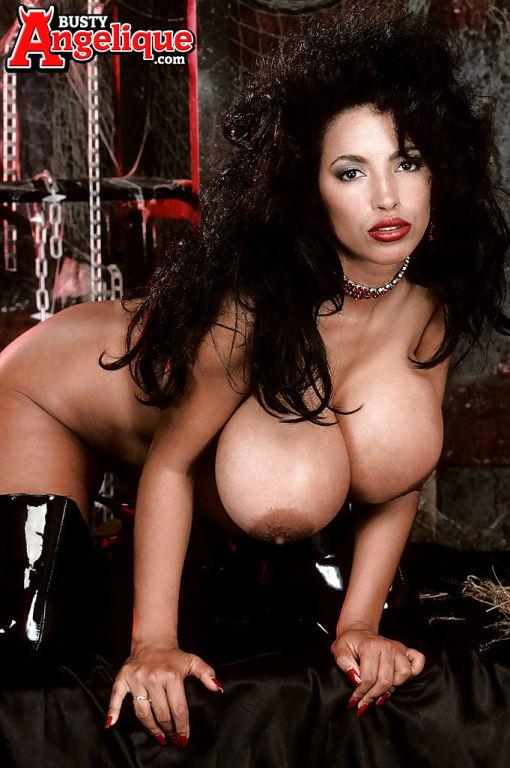 Sexy latina MILF pornstar Busty Angelique exposing