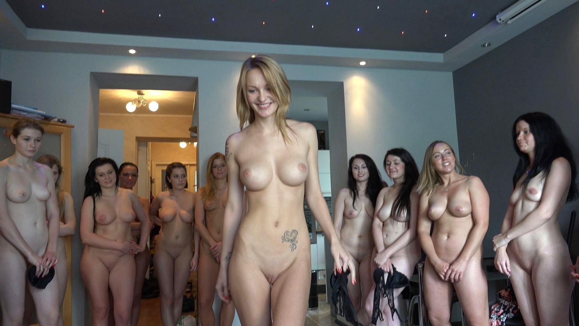 Видео Голые Раздели Девушку