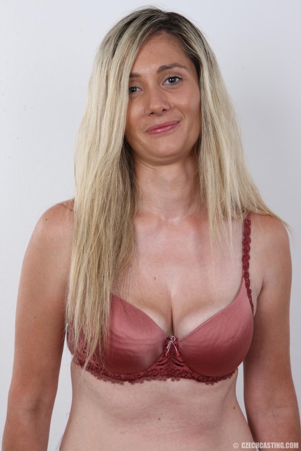Блондинка с большой обвисшей грудью фото