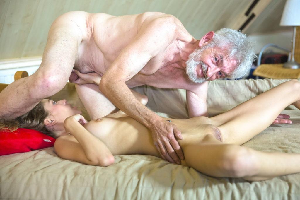 поиск порно стариков этого держал кнопку