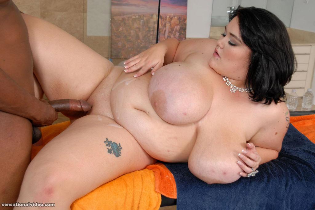 Sexy Brunette BBW Lisa Canon Gets a Massage