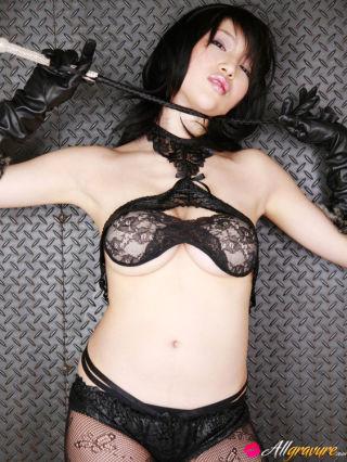 Yuuri Morishita Asian busty in lace lingerie wants