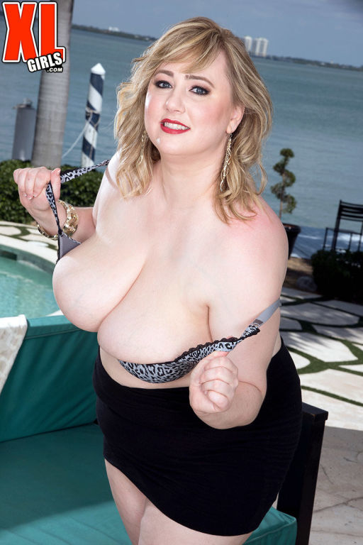 Blonde BBW Laddie Lynn shows her huge boobs
