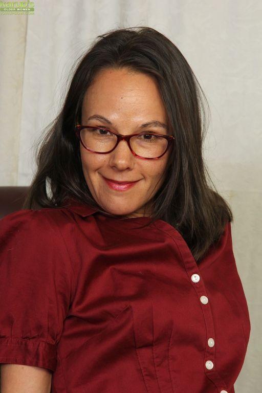 Raven Hair Secretary Sandra Myer Strips And Spread