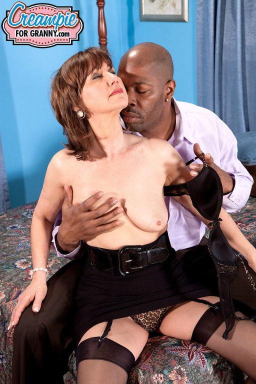 Beauty mom Elle Denay fucks a big black cock