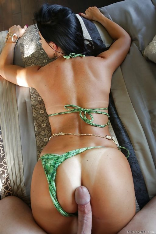 Sexy MILF with hot bikini clad body India Summer g