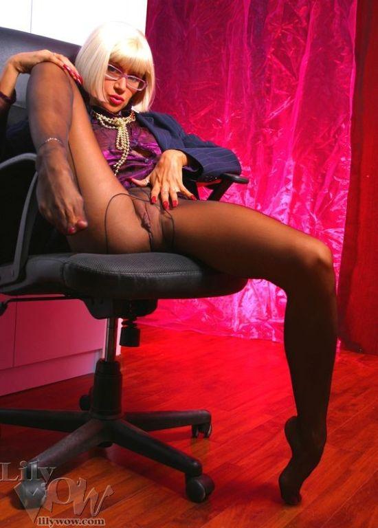 Hot secretary LilyWOW in sexy black pantyhose