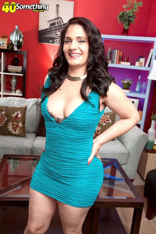 Big assed MILF Sabrina Santos stripping and posing