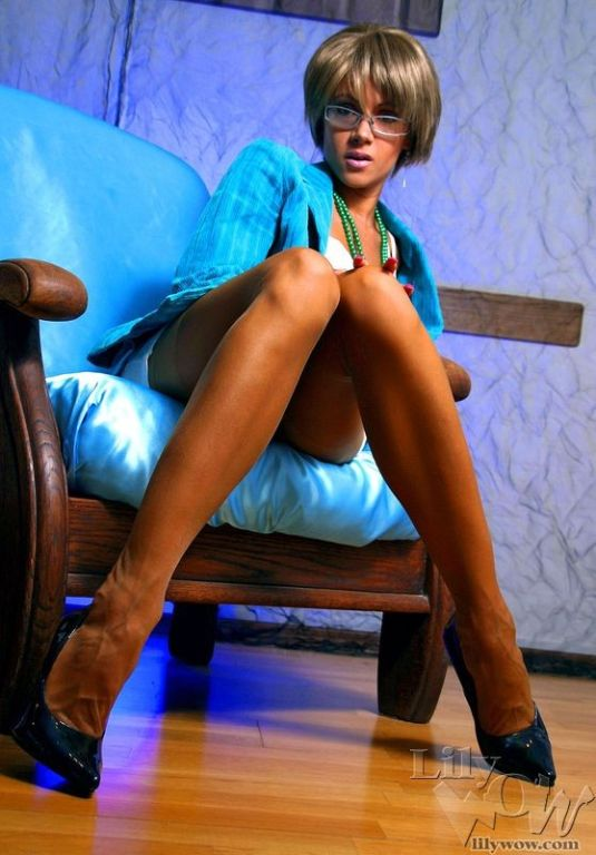 Crazy sexy MILF secretary in sheer vintage stockin
