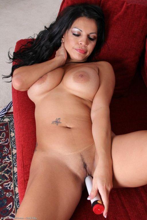 Eva Salizar bigboobs milf toying pussy close up