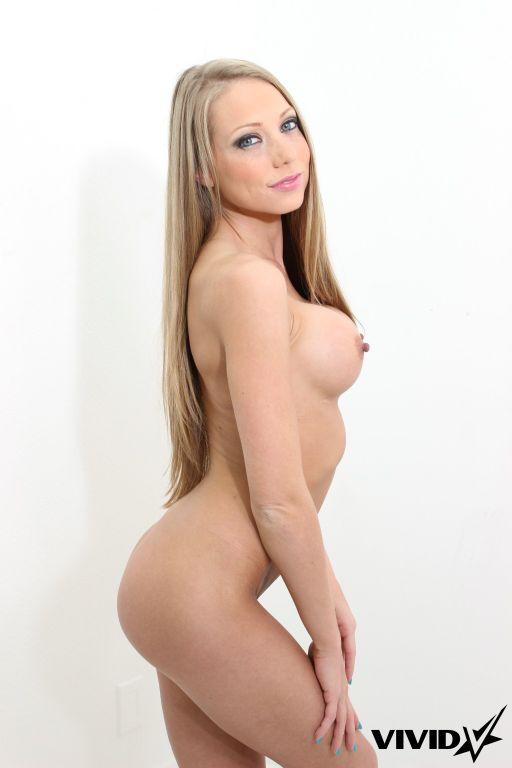 Pretty girl Shawna Lenee shows off her assetts
