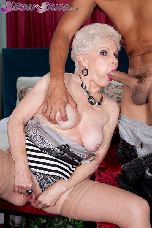 Grannys sex lesson in hardcore porn