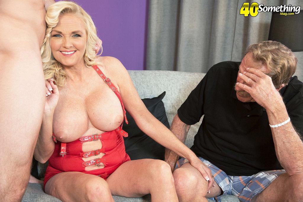Big titted mature Sara Skippers fucks while her cu