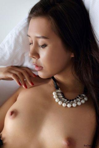 naked Sakura young nice ass