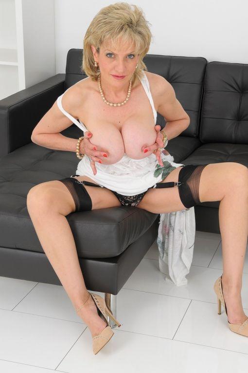 Elegang british milf lady masturbating in stocking