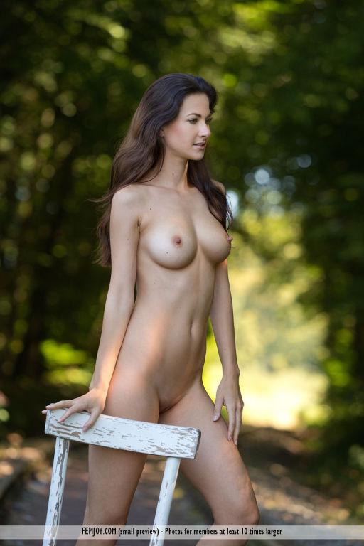 Super hot brunette nude in the woods