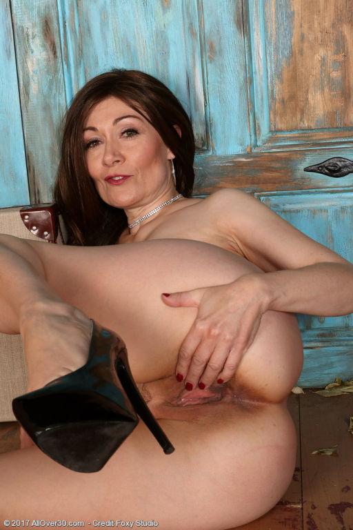Horny mature babe Kitty Cream