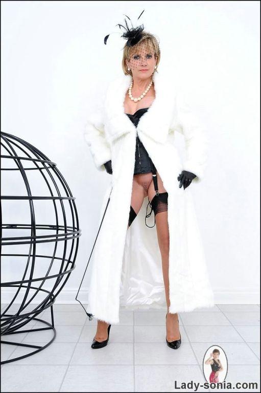Expensive british slut Lady Sonia takes in sexy li