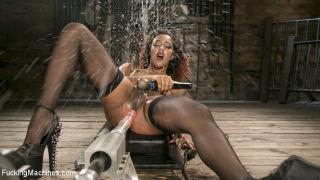Ebony Squirt Queen Daisy Ducati Gets Royal Fucking