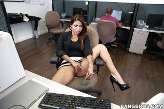 Latina girl Isabella Taylor shows off her amateur