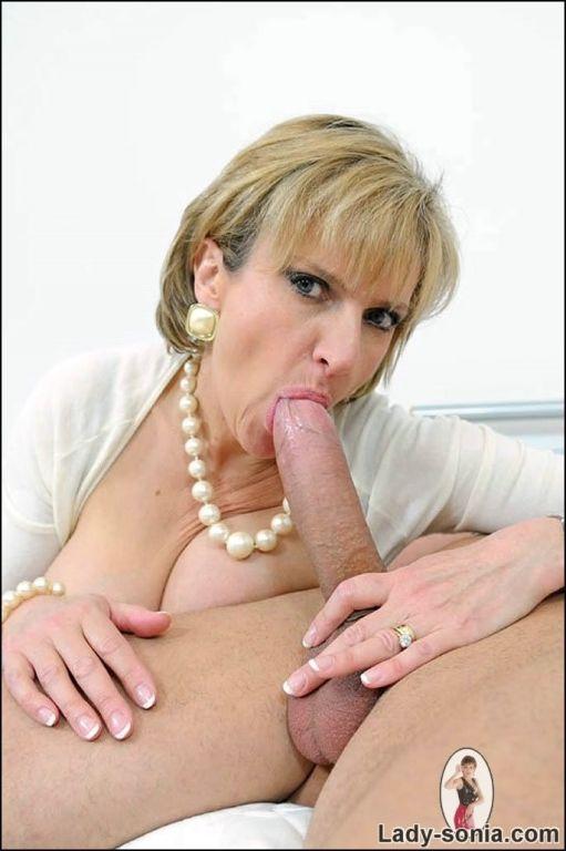 Milf Lady Sonia sucks cock