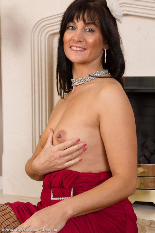 45 year old Lelani Tizzie opens her fishnet clad l
