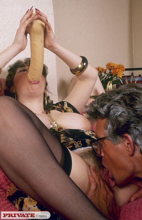 Smiking slut fucked in retro porn