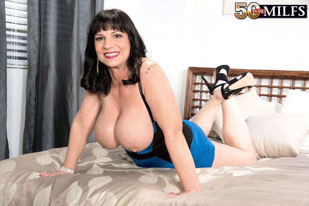 Big breasted brunette MILF Elektra spreading in he