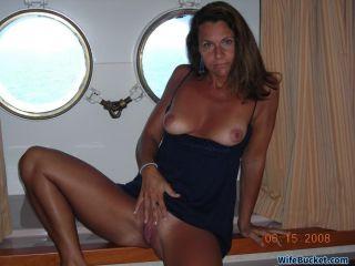 Amateur wife in FFM threesome