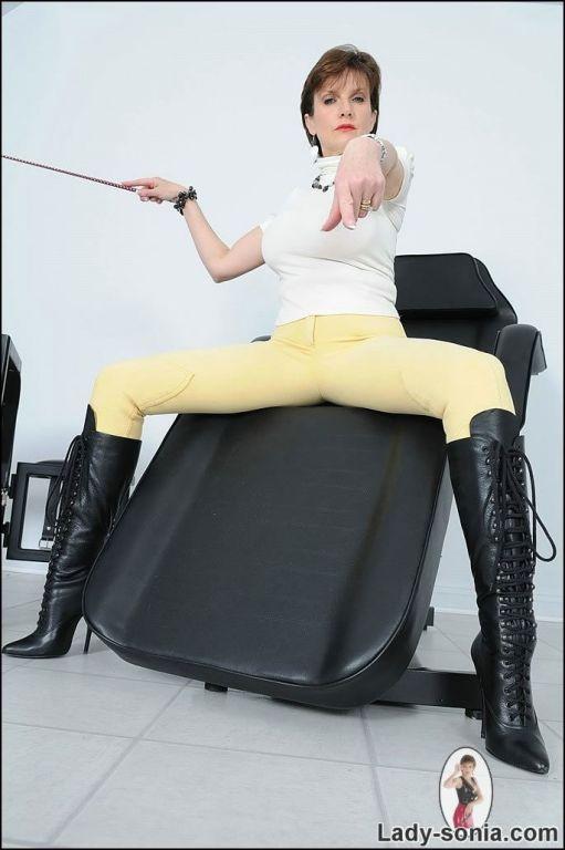 Knee boots jodhpurs dominatrix Lady Sonia