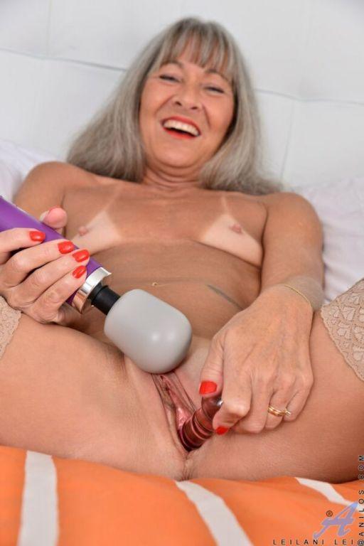 Leilani Lei tinytits blonde in stockings masturbat