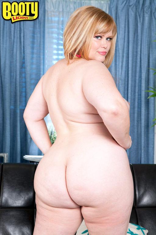 Big assed white chick Marcy Diamond masturbating