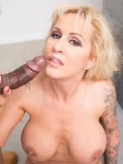 Mature pornstar Ryan Conner offer her big ass up f
